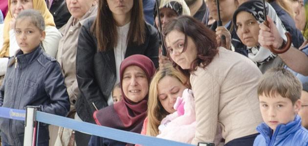 """Konya'da hüzünlü karşılama! """"Bak kızım baban geliyor"""""""