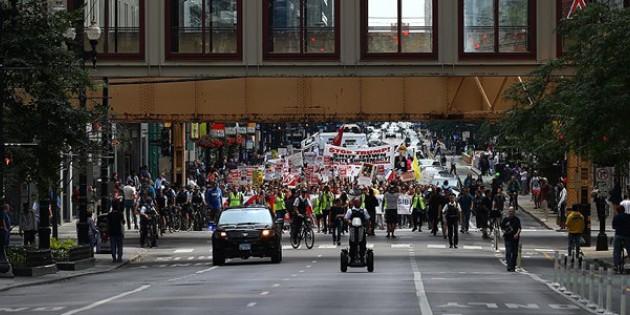 ABD'de göstericiler polis aracını yaktı