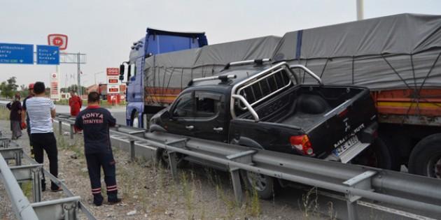 Konya'da trafik kazası! Ölümden döndüler