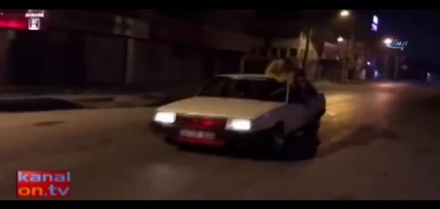 Trafik magandalığında son nokta: Kullandığı aracın tavanına çıktı!
