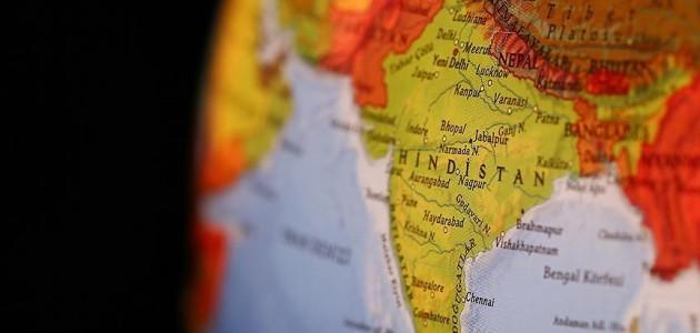 Hindistan'daki kasırgada ölü sayısı artıyor