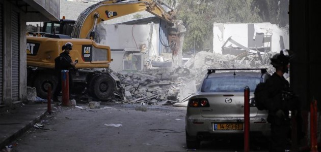 İsrail Kudüs'te Filistinlilere ait 14 dükkanı yıktı