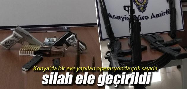 Konya'da bir eve yapılan operasyonda çok sayıda silah ele geçirildi