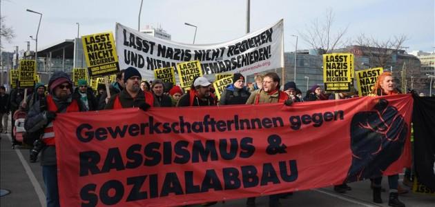 Avusturya'da aşırı sağcı parti protesto edildi