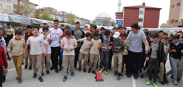 Konya'da ortaokul öğrencileri temizlik robotu yaptı