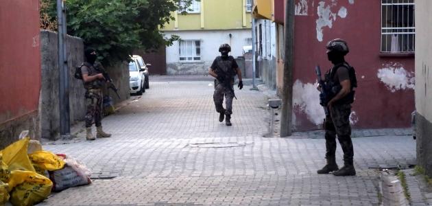 3 ilde terör operasyonu: 19 gözaltı