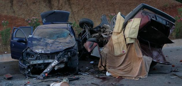 İki otomobil çarpıştı: 2 ölü, 6 yaralı