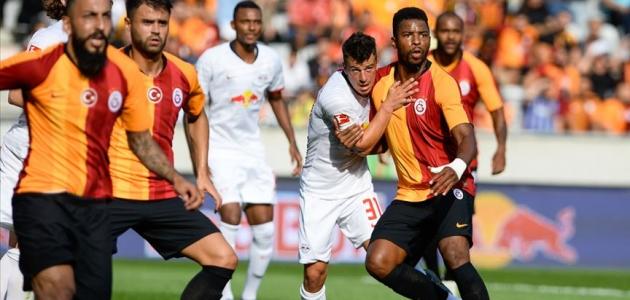 Son şampiyon Galatasaray Avusturya'da sahaya çıktı