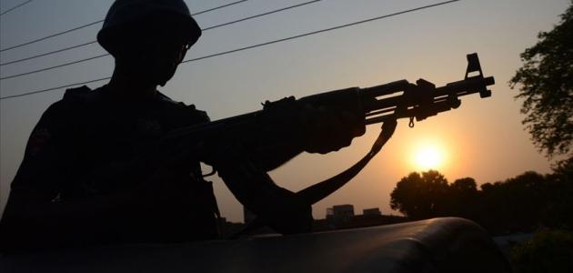 Pakistan'da çifte saldırı: 9 ölü