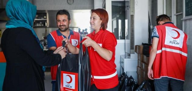 Türk Kızılay Konya Şubesi ihtiyaç sahiplerine etleri ulaştırdı
