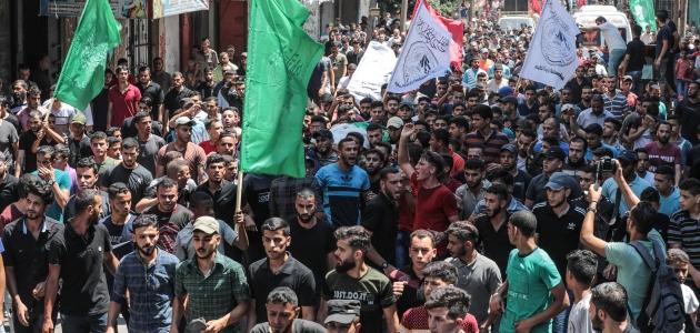 Gazze'nin 20'li yaşlardaki şehitleri son yolculuğuna uğurlandı