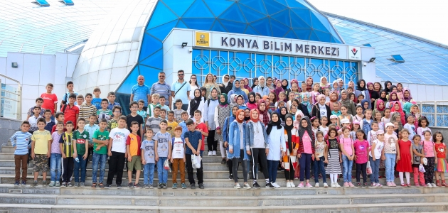 Meram yaz kursu öğrencileri Bilim Merkezini gezdiler