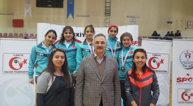 Okullar Halter Türkiye Şampiyonasında 10 Madalya