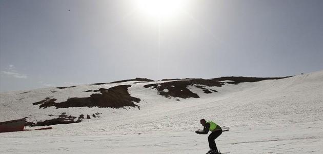 Nisan ayında kayak yarışması