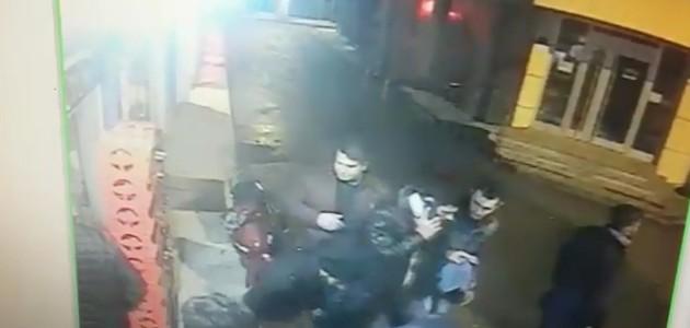 Konya'da iki grup arasında bıçaklı kavga güvenlik kamerasında