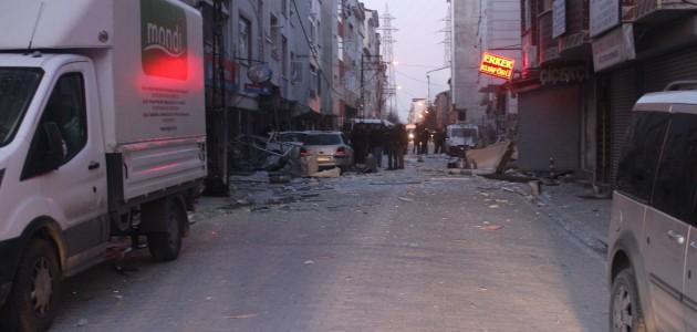 Esenyurt'ta patlama! 5 araç ve binalar zarar gördü