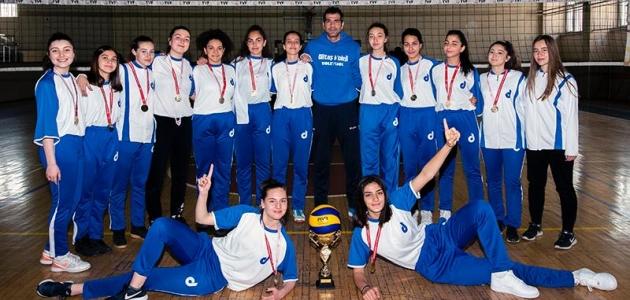 Diltaş'ın kızları voleybolda şampiyon oldu!