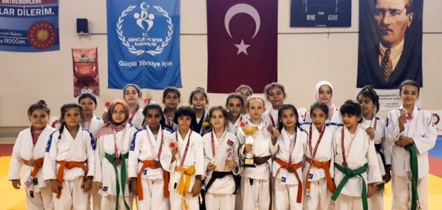 Judoculardan dört dörtlük başarı
