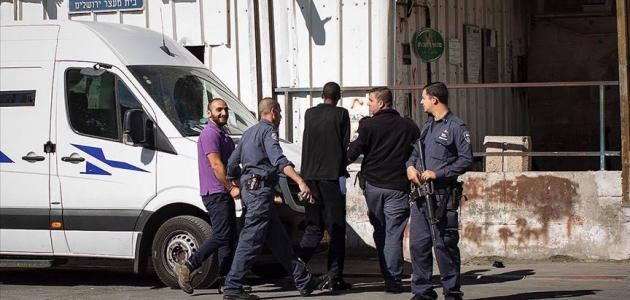 İsrail AA muhabirini yeniden sınır dışı merkezine götürüyor