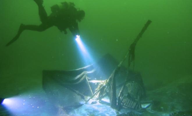 Depremin izlerini su altında görüyorlar