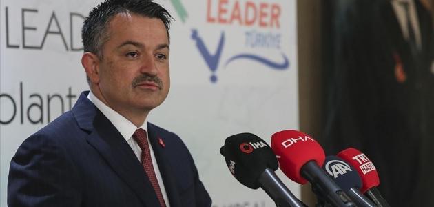 Pakdemirli: Türkiye genelinde 4,2 milyon ton yaş üzüm üretimi bekleniyor