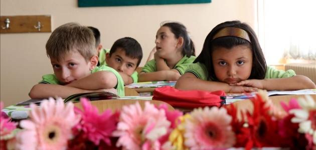 Selde hayatını kaybeden çocukların sırası çiçeklerle süslendi