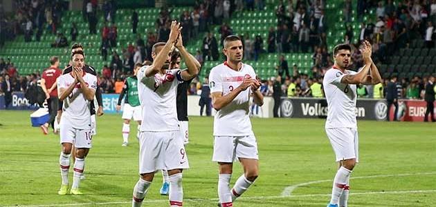 Bakanlar milli takımı kutladı