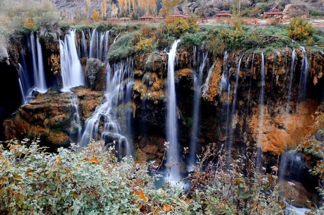 Konya Göksu Şelalesi'nde sonbahar güzelliği