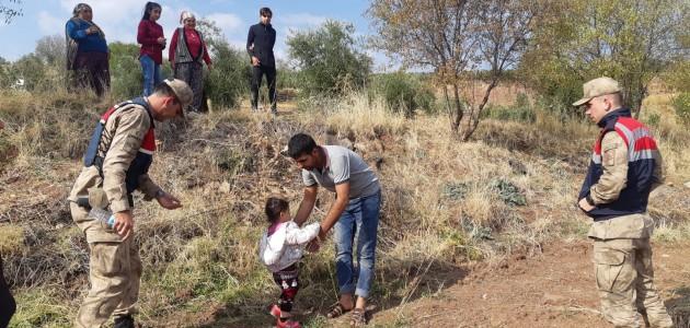 Kaybolan 3 yaşındaki çocuk bulunup ailesine teslim edildi