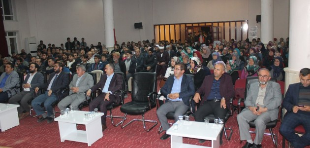 """Bozkır'da """"Peygamberimiz ve Aile"""" konulu konferans düzenlendi."""