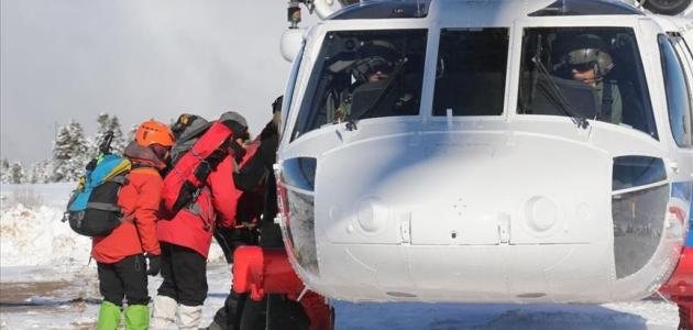 Uludağ'da kaybolan iki arkadaşı arayan ekipler bir 'yürüyüş sopası' daha buldu