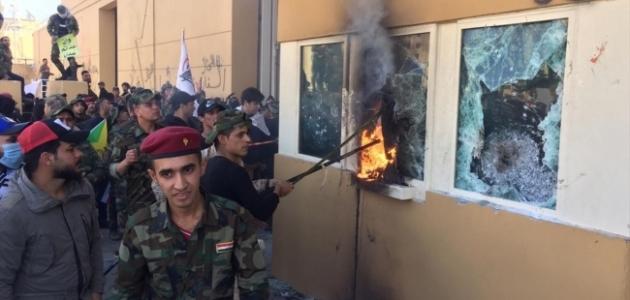 Haşdi Şabi taraftarları ABD'nin Bağdat Büyükelçiliğini bastı