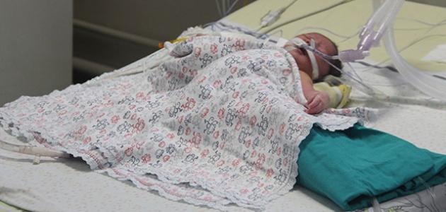 Bir günlük bebek hayata 100 dakikalık molayla başladı