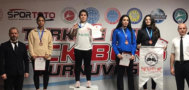 Meram Belediyesporlu Kıck Bokscular Antalya'dan 7 madalya ile döndü