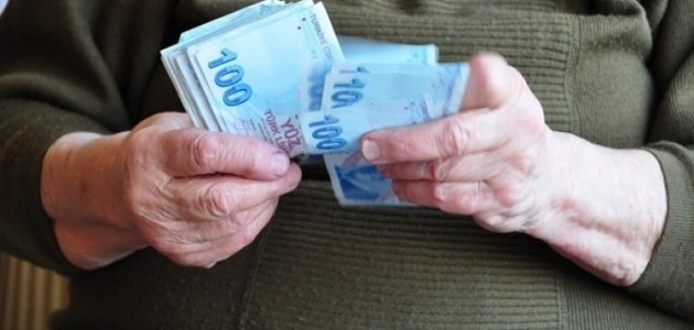 Emeklilerin maaş farkı ödemeleri başladı