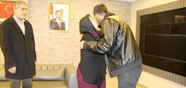 HDP önünde eylem yapan bir aile daha evladına kavuştu