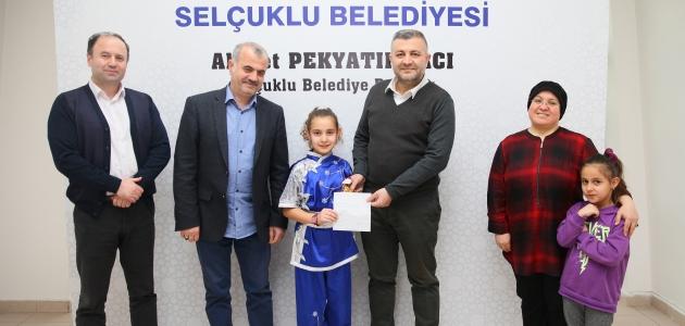 Minik sporcu ödülünü depremzedelere gönderdi