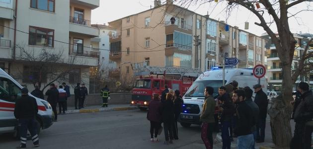 Aksaray'da bir apartmanda çıkan yangında mahsur kalan Iraklı engelliyi polis kurtardı