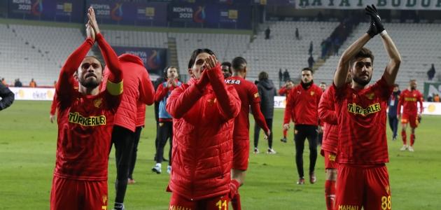 Göztepe'de yüzler gülüyor
