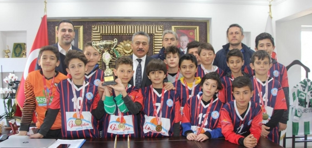 Şampiyonlardan Başkan Tutal'a ziyaret