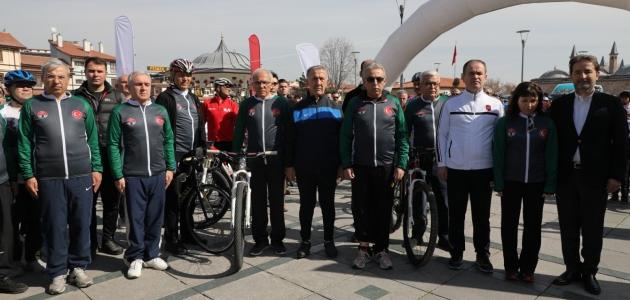 Pedallar 'glokom farkındalığı' için çevrildi