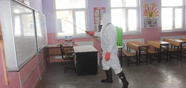 Derebucak'ta koronavirüse karşı okullar dezenfekte edildi