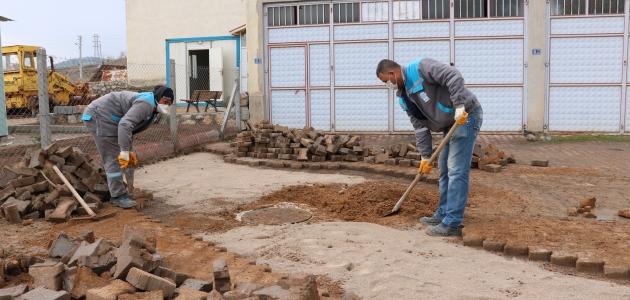 Beyşehir'de bozuk yollar ve yaya kaldırımları onarılıyor