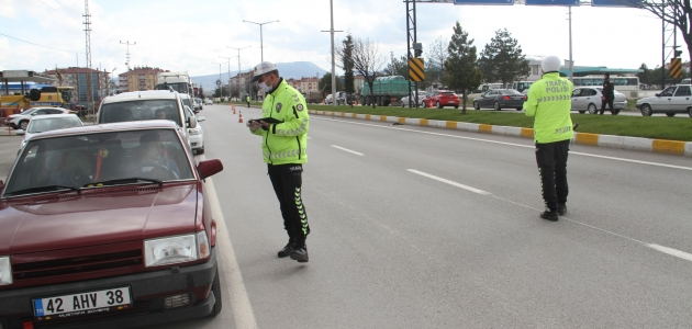 Beyşehir'de il dışından gelen araçlara sıkı denetim ve takip