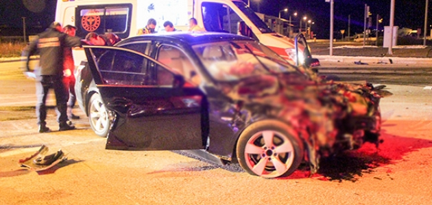 Otomobillerin çarpıştığı kazada polis memuru öldü, 3 kişi yaralandı