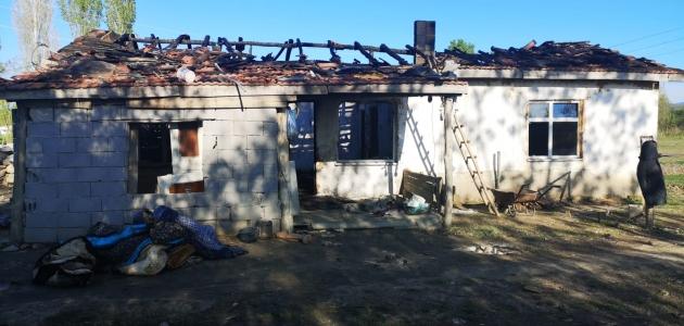 Konya'da çıkan yangında bir ev kullanılamaz hale geldi