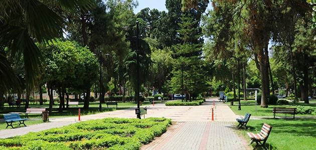 Adana'da sıcaklık 41 dereceyi gördü! Gün boyu güneş altında kalan termometreler ise 52 derece