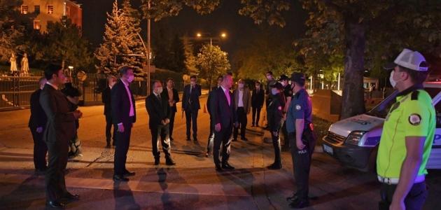 İçişleri Bakanı Soylu, Başkentteki polis kontrol noktasını ziyaret etti