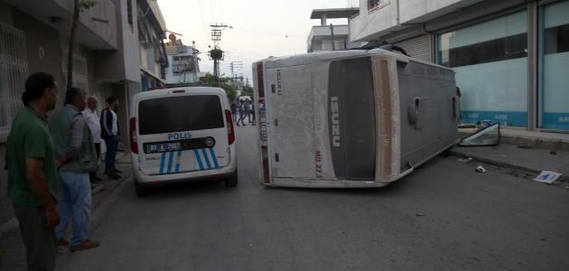 Tarım işçilerini taşıyan servis araçları çarpıştı: 12 yaralı