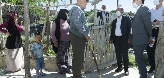 Halkapınar'da Kıraç ve Bakkal'dan 65 yaş üstü vatandaşlara ziyaret
